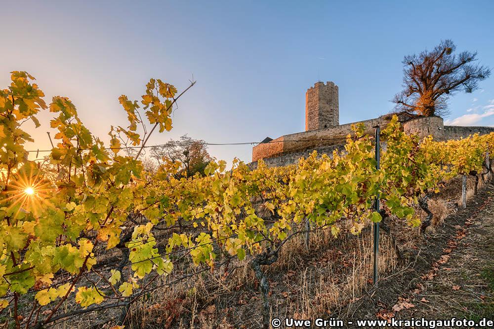 Burg Steinsberg im Herbst bei Sonnenuntergang